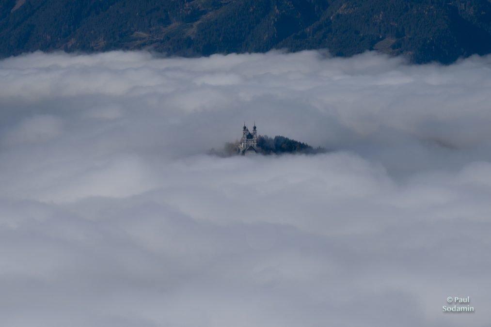 Flug über dem Nebel- Gesäuse