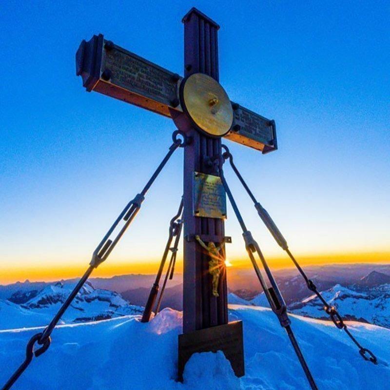 Großglockner 3798m, seine Majestät , – bei Sonnenaufgang am Gipfel