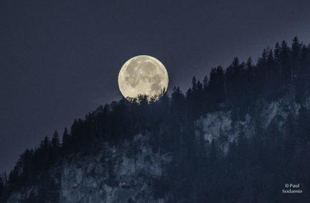 Mond 10