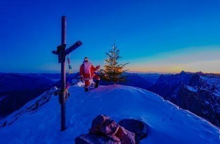 Sparafeld Weihnachtsmann in den Bergen unterwegs 3 Kopie
